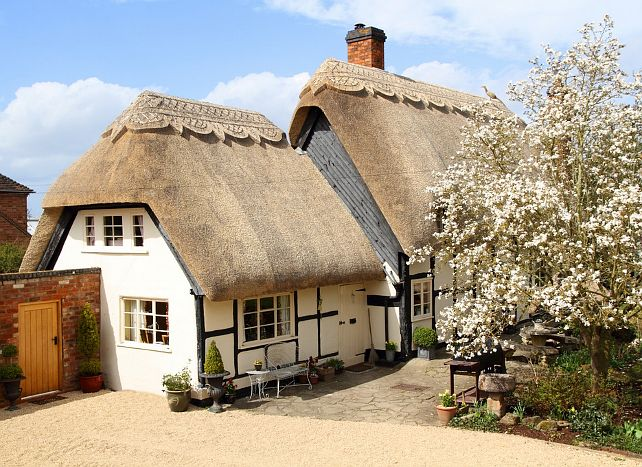 pollyanna cottage in birlingham worcestershire uk - Thatched Rood