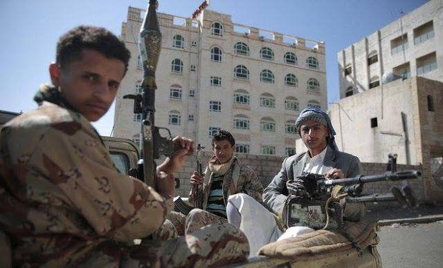 """Houthi saling bunuh dengan sekutunya  Ilustrasi militan Syi'ah -Arab News-  Pembunuhan Brig. Jenderal Wadah Al-Shahtari keponakan mantan diktator Yaman Ali Abdullah Saleh pada Rabu (19/4) diduga merupakan dampak ancaman dari pemimpin milisi Syi'ah Houthi Abdulmalik Al-Houthi. Kepala milisi itu ingin menghapus """"kolom kelima"""" (fifth coloumn) di bawah payung Saleh dan Kongres Rakyat Umum (GPU). Ketegangan antara kedua kelompok pemberontak merebak setelah mereka saling bunuh pengikut di…"""