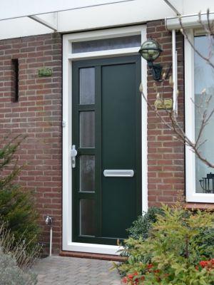 Een kunststof voordeur uit de Ploeg voordeuren serie.
