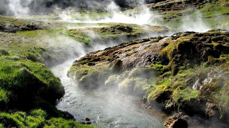 Czytadło do poduszki: Islandia okiem szalonych i bezkompromisowych podróżników, taka, jaką jest, bez marketingowego ściemniania. Przepiękne zdjęcia, krajobrazy i wprowadzenie do planownaia podróży . Czytajcie, oglądajcie, komentujcie, udostępniajcie! Wkrótce dalsza część przygód na podbiegunowej wyspie oraz porady, jak zaplanować podróż i co ze sobą zabrać .