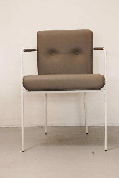 25 beste idee n over lederen fauteuils op pinterest pottery barn lederen fauteuil en lederen - Stoelen rock en bobois ...