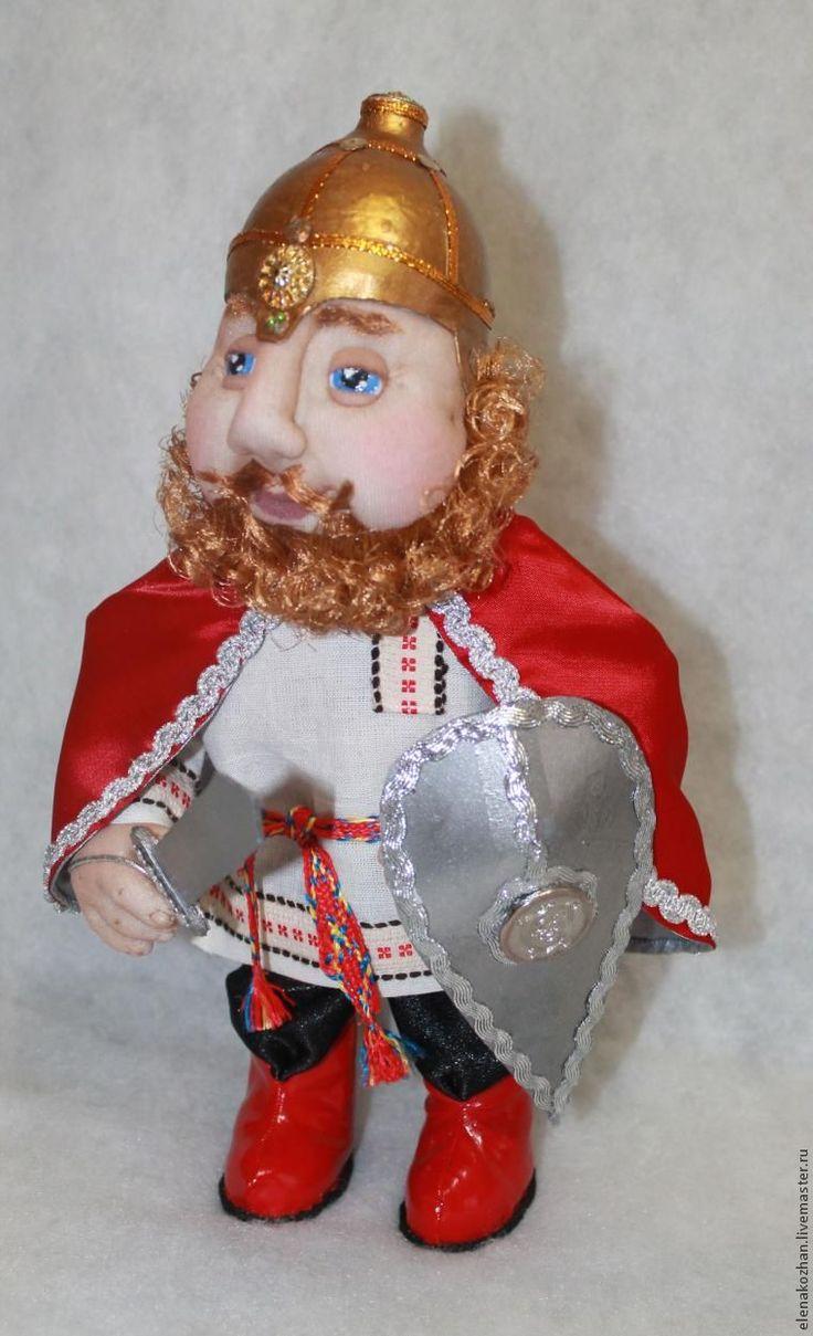Не первый год увлекаюсь изготовлением кукол в разных техниках, перенимая опыт мастеров своего дела. Пользуясь случаем, хочу выразить благодарность тем, кто делится своими идеями, находками. Захотелось внести крупицу в общее дело.Итак, делаем шлем для куколки размером 30 см. В каждом доме, думаю, найдется пластиковое яйцо: По форме шлемы бывают разные, поэтому можно взять любую половину (я взяла…