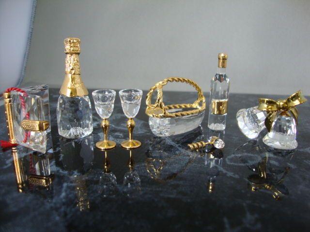 Catawiki pagina online de subastas Memorias de Cristal Swarovski - diario - vino de oro espumoso - cesta para botellas con botella de vino, vasos y sacacorchos - campanas de Navidad