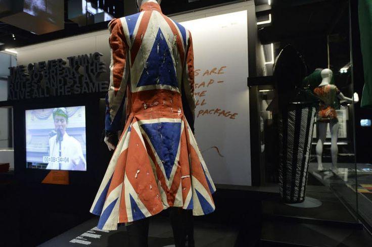 EXPOSITION: David Bowie en 300 objets cultes Les costumes excentriques,