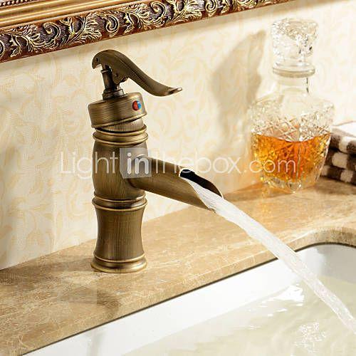 Griferia Para Baño Estilo Antiguo:cuarto de baño en estilo antiguo grifo del fregadero cuarto de
