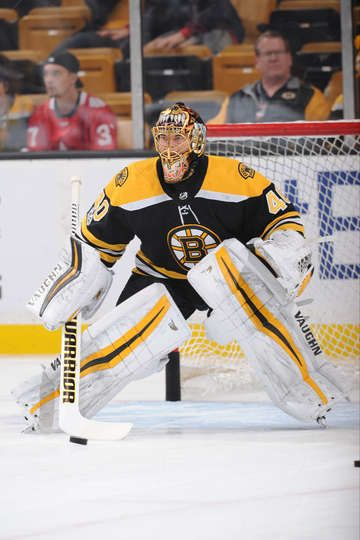 BOSTON, MA - OCTOBER 28: Tuukka Rask #40 of the Boston Bruins warms up before the game against the Los Angeles Kings at the TD Garden on October 28, 2017 in Boston, Massachusetts. (Photo by Steve Babineau/NHLI via Getty Images)
