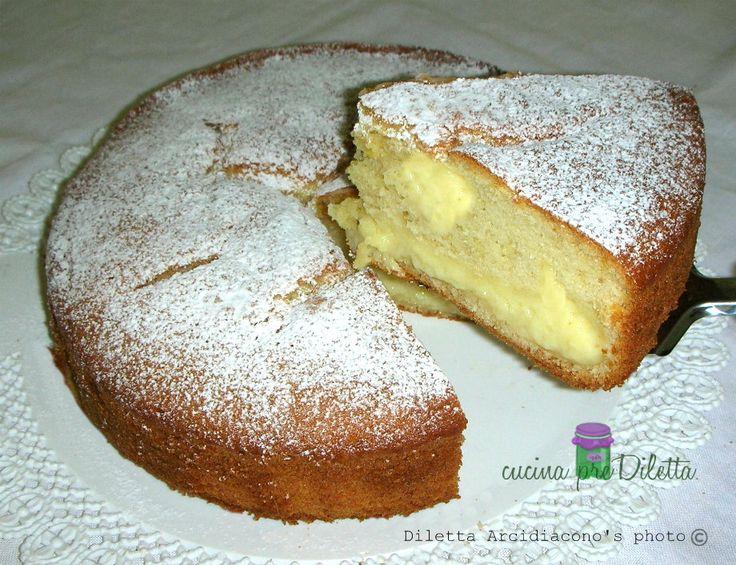 La torta Nua è una fantastica torta da forno farcita con crema pasticcera