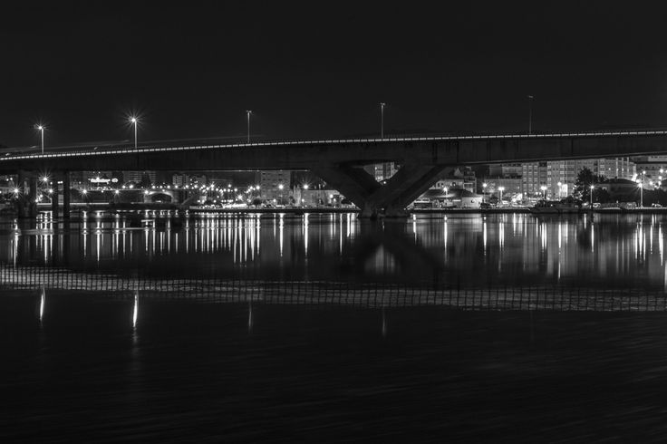 Pontevedra wakes up for a new day. Night goes and day comes. Photo taken before work #pontevedra #galicia #cityscape #night #longexposure #blackandwhite #reflection #sony #alpha #a58 #monochrome #franciscocrusat #crusat #crusatphoto