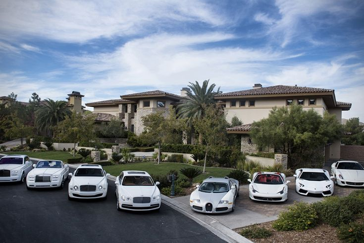 Floyd Mayweathers White Car Collection... the dual Bentley, dual Rolls thing seems excessive right?