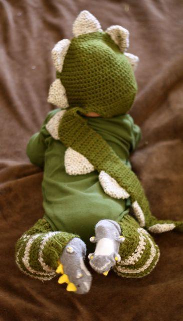 Squee~! <3 So adorable—dino baby!
