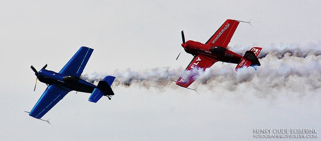 Airshow Cadiz 2009, Found it in my digital shoebox....    #Andalucia, #Blauw - #Blue, #Cadiz, #Cádiz, #Festival Aereo de Cádiz, #Formatie - Formation, #Henry Oude Egberink, #Rood - #red, #Rook - #Smoke, #San #Felipe #Neri, #Spanje - #Spain, #Vliegshow - #Airshow, #Vliegtuig - #Airplane, #fotografie.opzolder.com