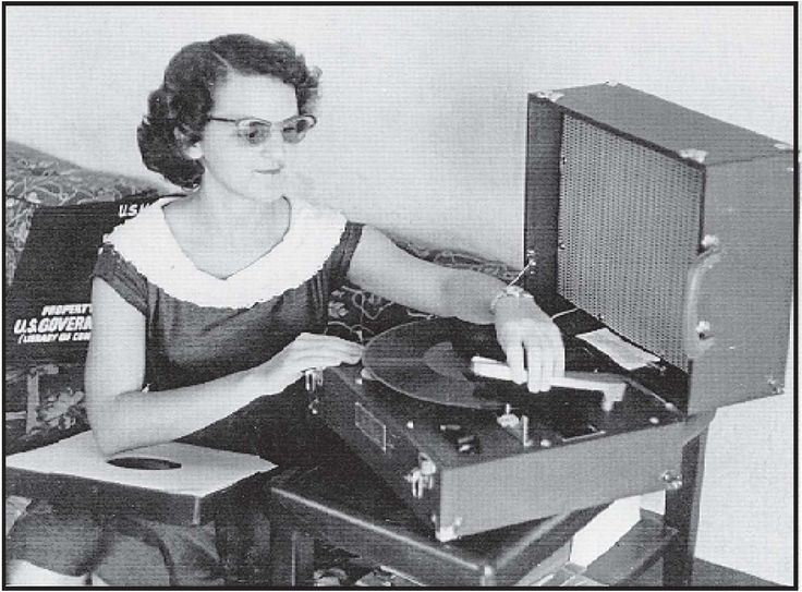 50 S Girl With Record Player Vintage Photos Pinterest