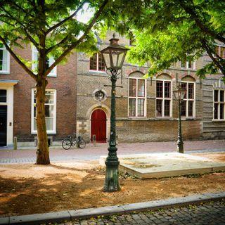 Leiden, de Hooglandse Kerkgracht een prachtig stukje Leiden.
