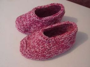 Knitted Moccasin Slippers - free knitting pattern. I've knit these before and they're awesome.
