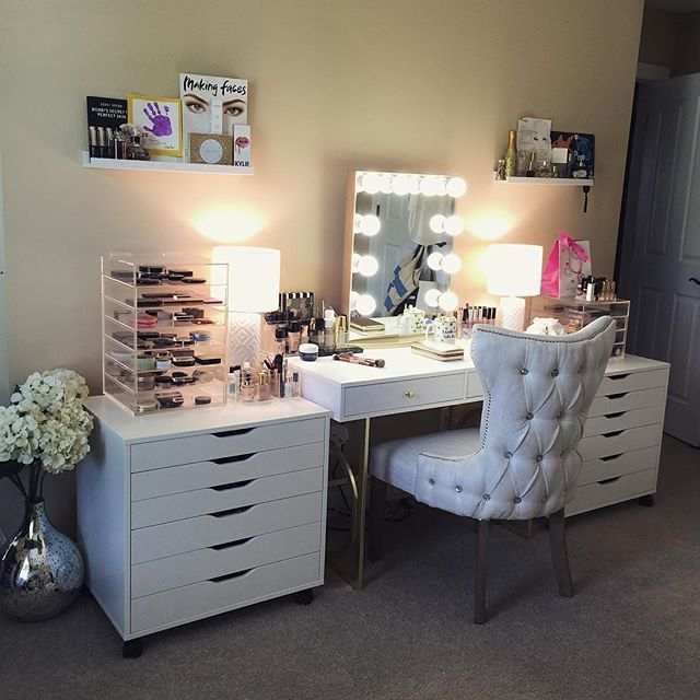 gold makeup vanity table. PURE GOLD  And we don t just mean the mirror anyone else drooling over 260 best Impressions Vanity Inspo images on Pinterest Bedroom