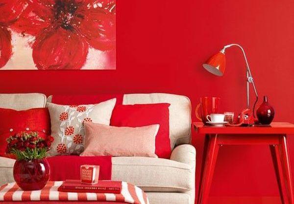 Красная спальня с цветами