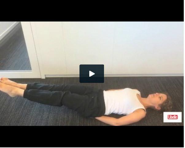 Doe deze eenvoudige oefeningen drie of vier keer per week en bouw altijd minstens een rustdag in tussen twee trainingen. Buikspieren hebben, net als alle andere spieren in het lichaam, rust nodig. Alleen door ze voldoende rust te gunnen, zullen ze groeien en sterker worden.