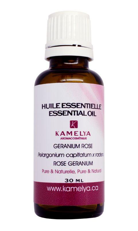 L'huile essentielle de géranium rose est spécialement utile pour les soins de la peau. Son action hémostatique et cicatrisante la rend efficace pour soigner les plaies, les coupures, les vergetures et les brûlures. L'huile essentielle de géranium est astringente et permet de régulariser le sébum de la peau. Elle lutte contre les rides, la couperose, les varices et la cellulite.