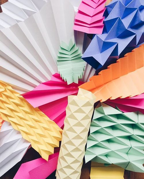 Paper Folding experimentation : bold and colorful / Origami, pleats and folding…