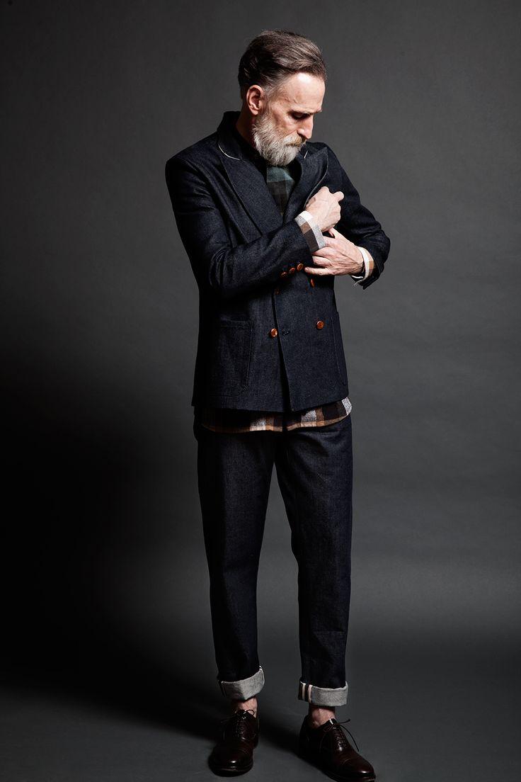 Ce n'est pas un costume mais quand j'aurai l'âge ce mec, j'espère avoir autant la classe :)