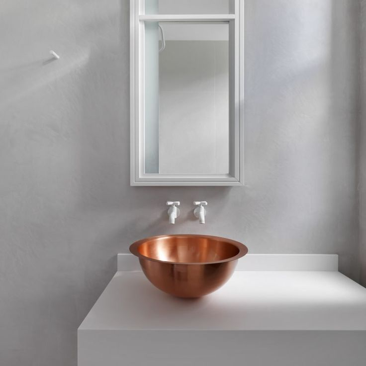 10 minimalist bathrooms that have barely anything in them