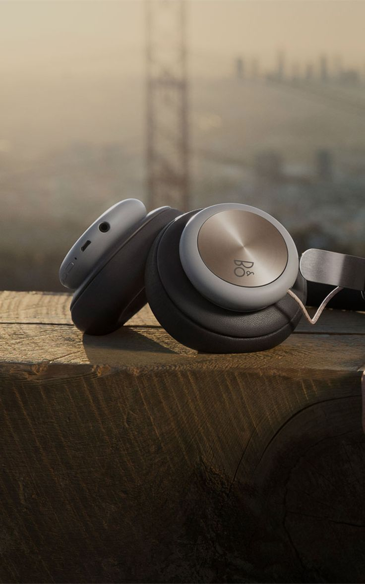 Wireless, over-ear headphones with a focus on pure materials – featuring Bang & Olufsen Signature Sound and up to 19 hours of playtime.