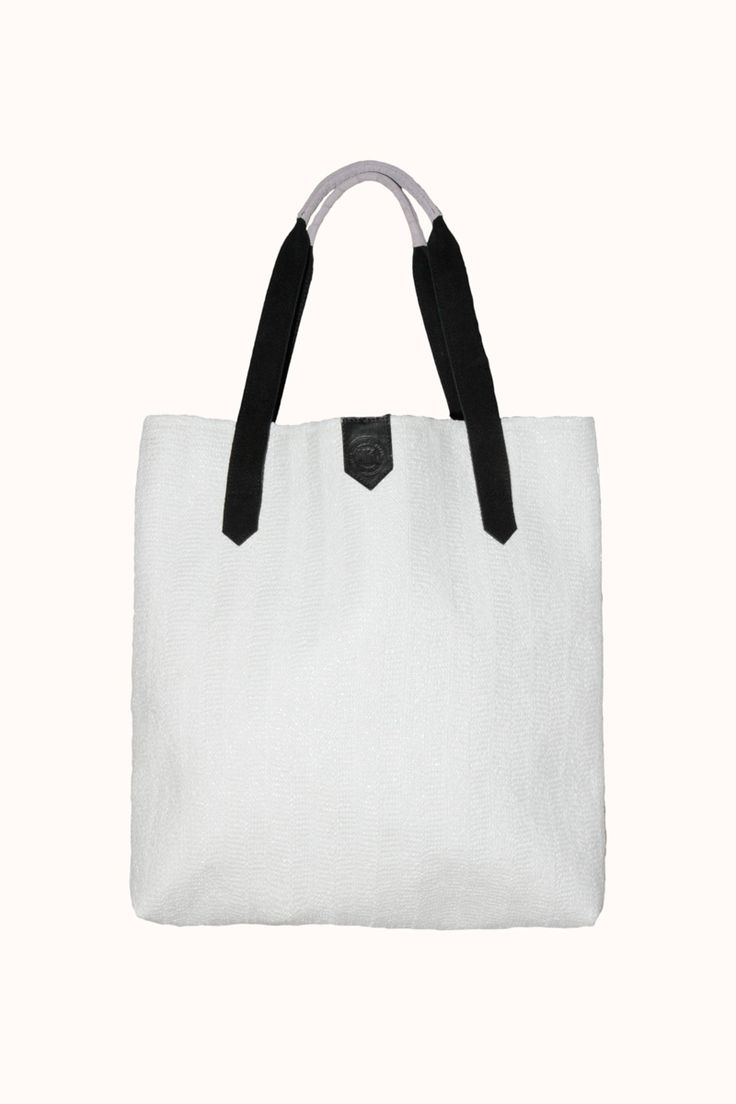 New Kid - Large Tote White Raffia, €110,00 (http://www.new-kid.com/large-tote-white-raffia/)