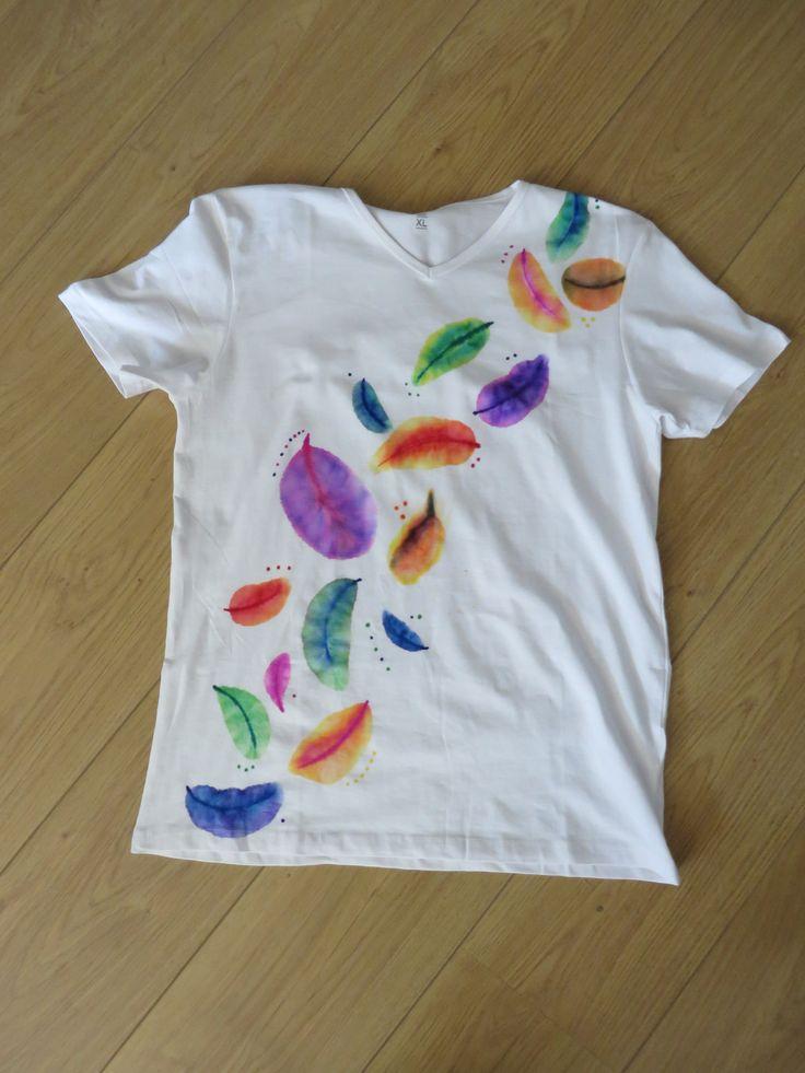 shirt upstyled veren getekend met viltstift  en met alcohol de kleuren in elkaar uit laten lopen