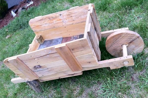 Pallet Wheel Barrel Planter | Pallet Furniture Plans