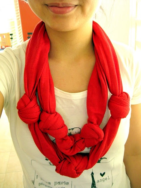 urban scarf made from a t shirt.  click to see directions.