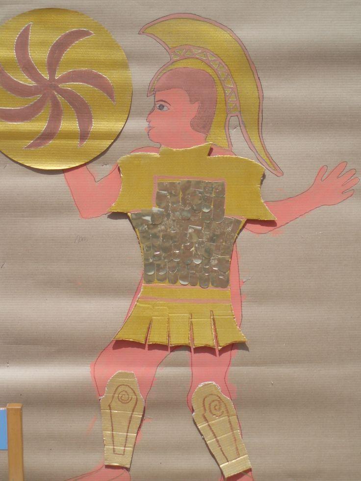 ΑΡΗΣ (λεπτ. η στολή,, ασπίδα, κνημίδες από χαρτοκούτι)