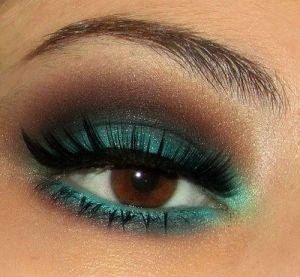 A green & bronze smokey eye.