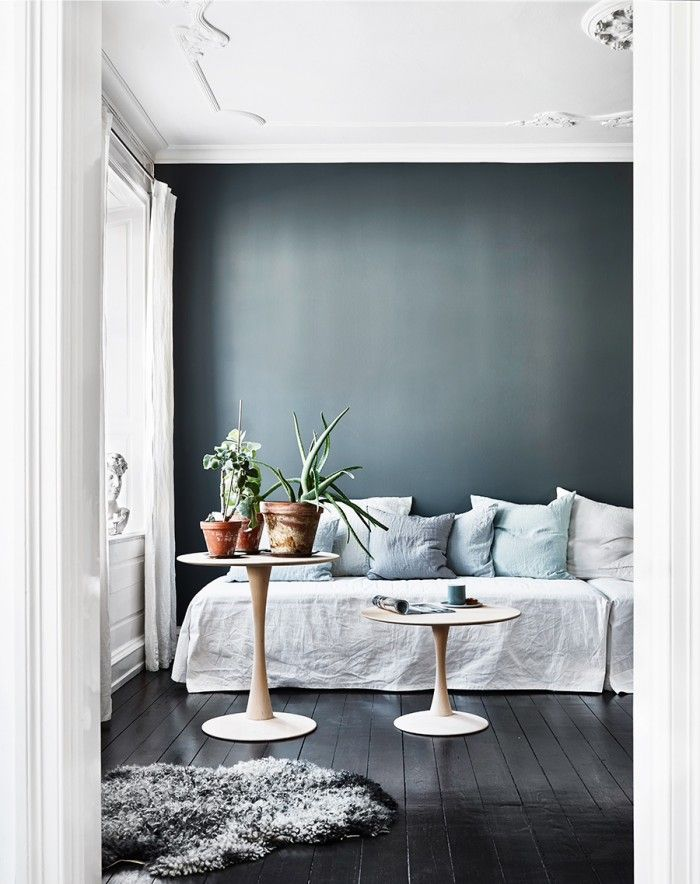 COMPLETELY IN LOVE WITH THE VIGNETTE STYLE WALL. JG. Dark blue wall, black painted floor