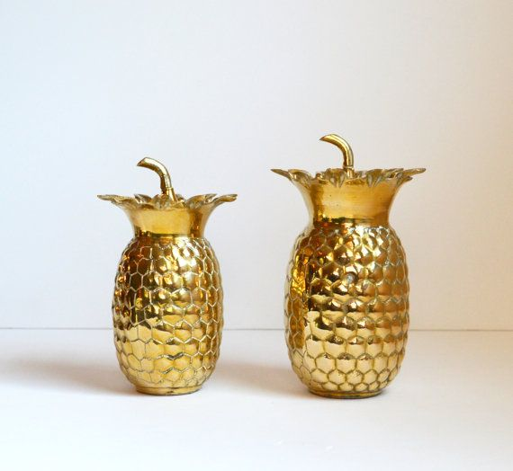 best 25 pineapple vase ideas on pinterest tropical vases pineapple centerpiece and tropical. Black Bedroom Furniture Sets. Home Design Ideas