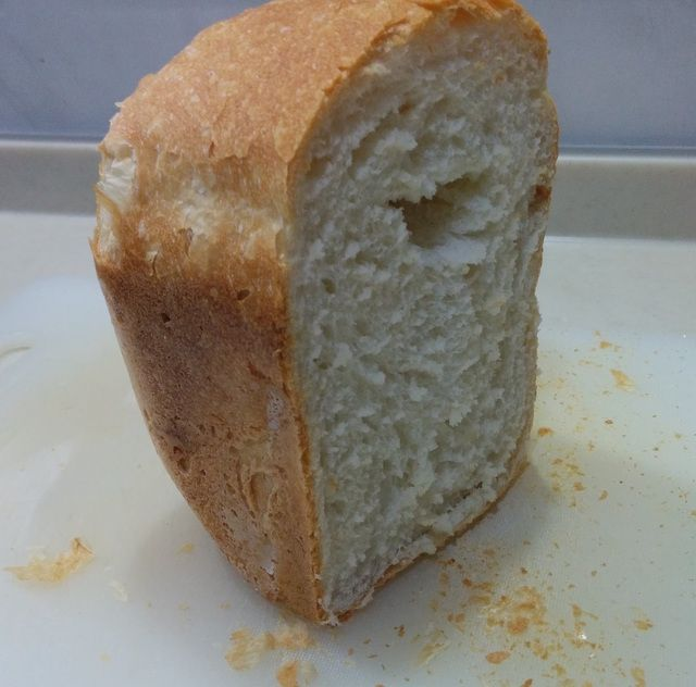 乳、卵、油脂、砂糖なしの小麦パンを焼きました。  ホームベーカリーで焼きました。