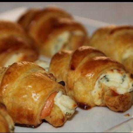 Mini croissants de salmón, queso y cebolleta