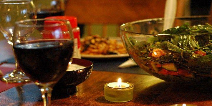 vinjournalen.se -  Vin Skola : Hur börjar man med vinprovning?    Att lära sig att prova olika viner är egentligen inte svårare än att lära sig något nytt om konst eller musik. Det gäller bara att träna upp dina känslomässiga förmågor och ge det lite tid. Men det är en rolig och givande hobby när du väl känner att du börjar bli mer insatt i olika druvor, framst... http://wp.me/p73gTR-3ko