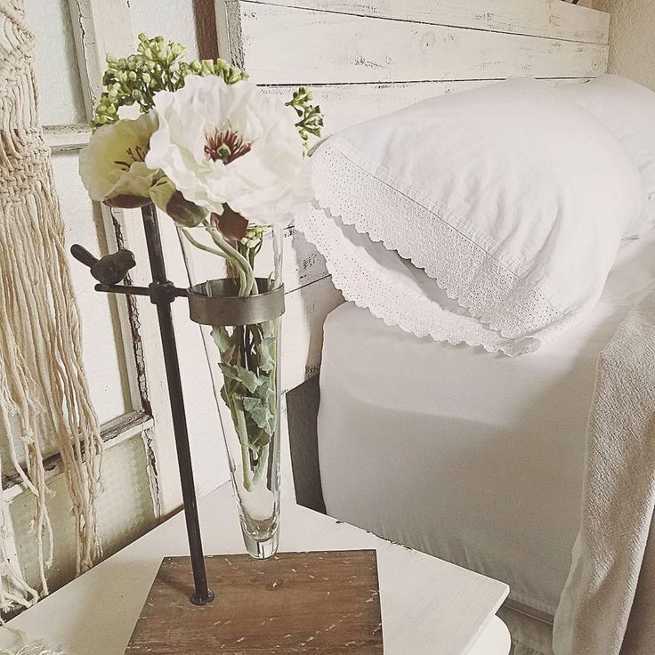 we adore kristys bedroom decor of shiplap headboard lace trim pillow cases - Kopfteil Plant Holzbearbeitung