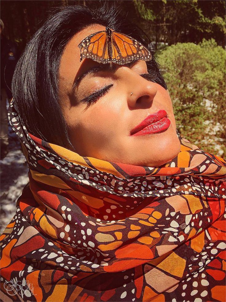 Sol Tamargo wearing Pineda Covalin shawl with monarch butterfly forehead face