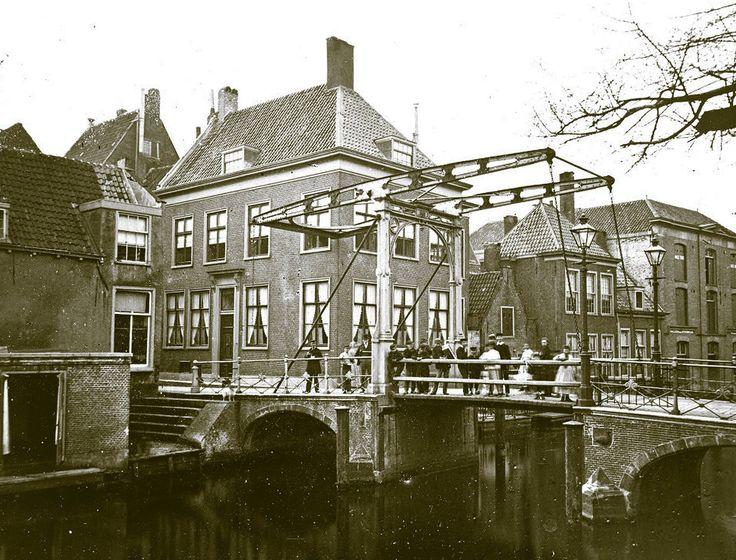 De Gansoordbrug over de Nieuwe Rijn bij de Watersteeg (eind 19e eeuw).