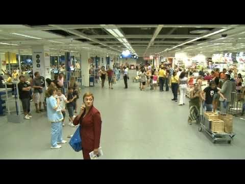 ▶ Dance Marketing en IKEA MADRID ver ABBA_MAMMA MIA - YouTube - I like this dance....easier and so people can join in.-- I think it is more effective.