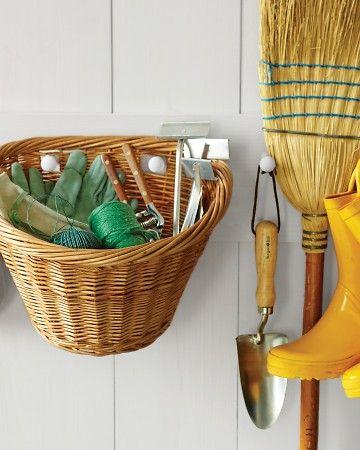 des outils de jardins regrouper (très utiles quand on a pas de cabanons)