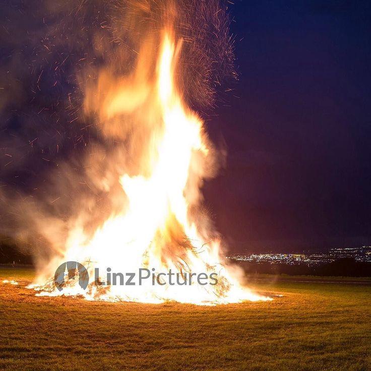 #sonnwendfeuer #altenberg #linz #linzpictures #igerslinz #sommer #summer #sommersonnenwende #johannisfeuer #midsummer #feuer #fire #landjugend #brauchtum #flammen #feuerwehr #upperaustria #potd #igersaustria #mühlviertel #tradition #juni #june #umland