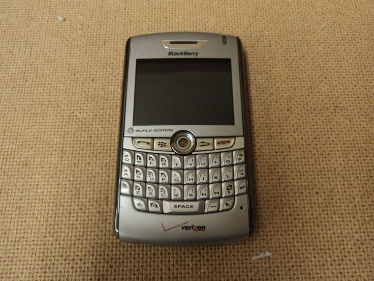 Verizon Cell Phone World Edition Silver Blackberry 8830 -- Parts/Not Working