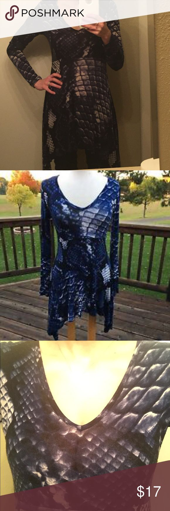 Karen Kane tunic size small Karen Kane tunic size small! Rayon and spandex. Cleaning out my closet and am open to offers Karen Kane Tops Tunics