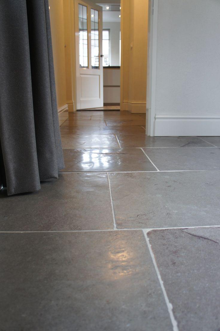 Een prachtige verouderde leistenen vloer van Van den Heuvel & van Duuren. Naam: Indigo Historic.