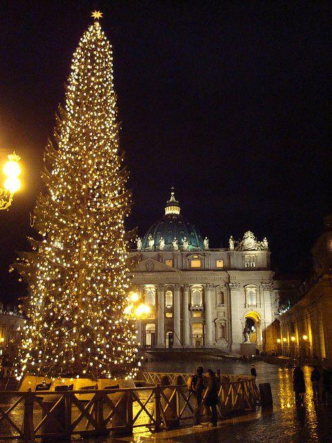 Pencipta Pohon Natal Berhiaskan Lampu Artikel Spesial