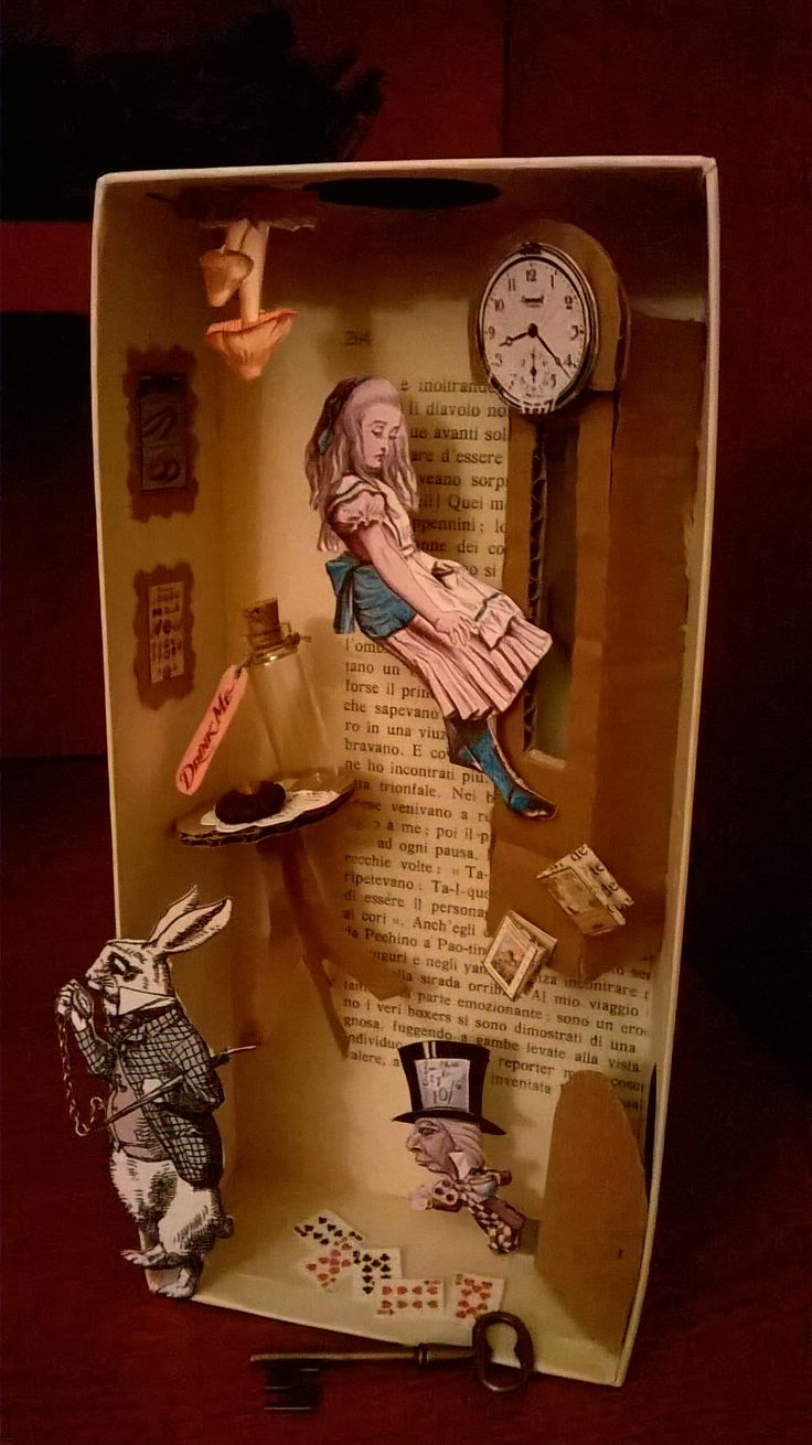 Diorama Alice in the hole