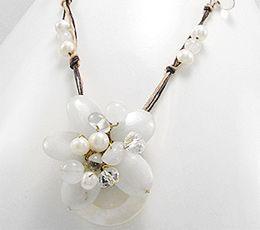 Colier din sfoara cerata cu floare din scoica, cuart alb si perle de cultura 60