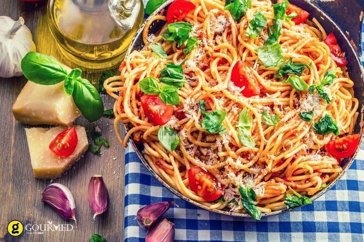Σπαγγέτι με κόκκινη σάλτσα ντοματίνια και βασιλικό - gourmed.gr